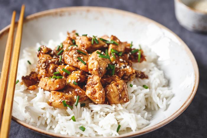 """Как сварить рис рассыпчатым: правило """"пяти пальцев"""""""